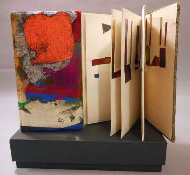 Chin-ease. A Re-Imagined Chinese Accordion Book. Claire Jeanine Satin.